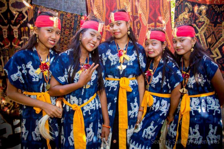ISLAND TO ISLAND – TEXTILE TOUR IN EASTERN INDONESIA