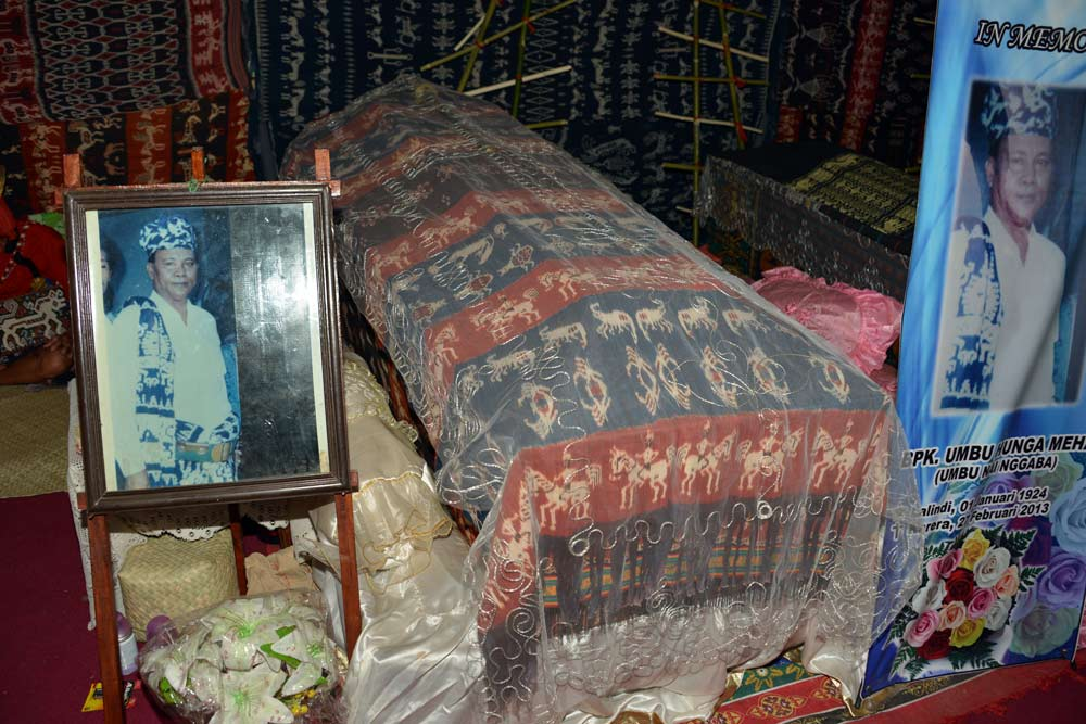 The late King's coffin, draped with local ikats