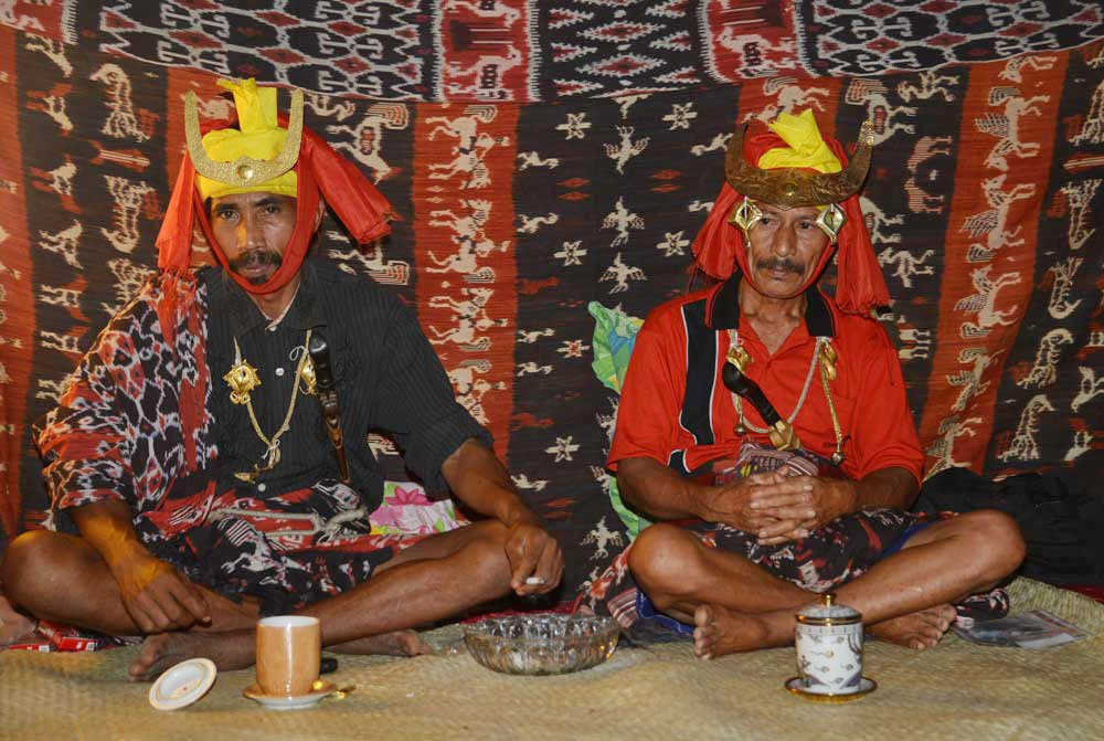 Two of the male papanggan, ritual attendants who accompany the coffin